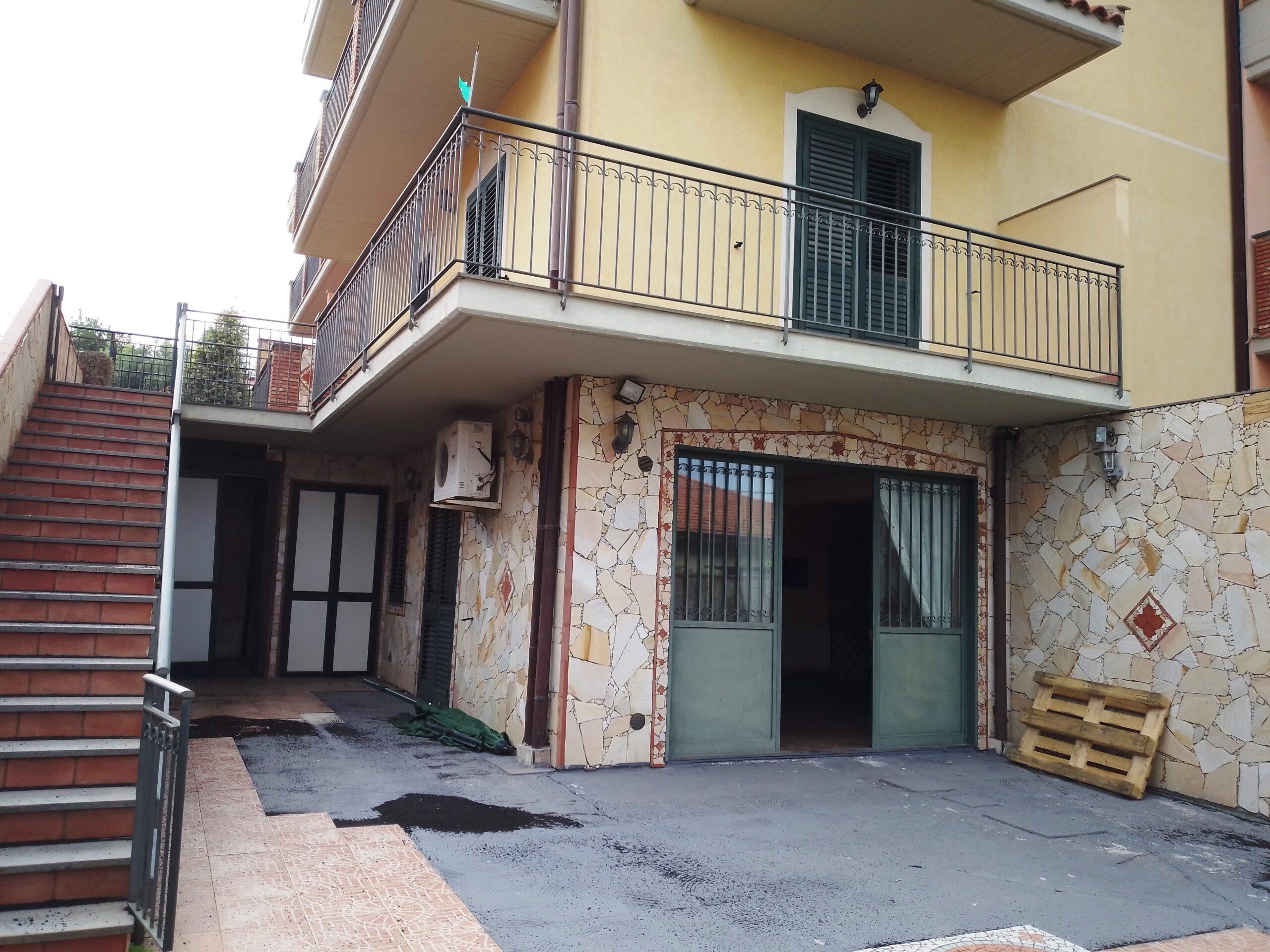Acireale frazione Pennisi villa accorpata